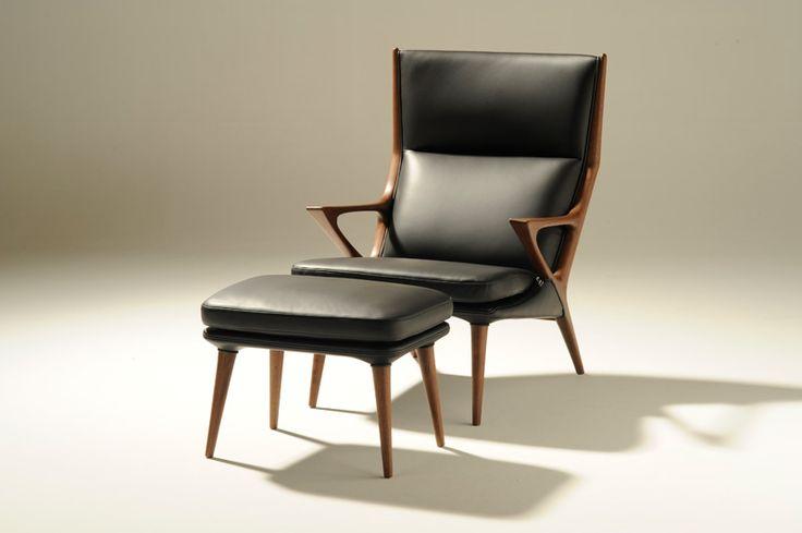 「土」を意味するネーミングの通り、自然でどっしりとした印象のデザインが特長です。若いご夫婦や、ログハウスにお住まいの方、男性が書斎用に、など趣味的なチョイスをされる場面が多く、床を傷めないすり脚タイプの椅子やソファーが好評。背と座に厚革を使った本物志向の椅子は、その存在感からドラマのセットに選ばれたことも。
