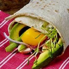 Wraps fyllda med kyckling, mango och avocado (använd veganskt kött)