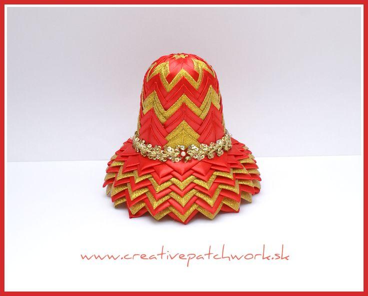 12 cm zvonček nešitý patchwork, červenozlatá kombinácia