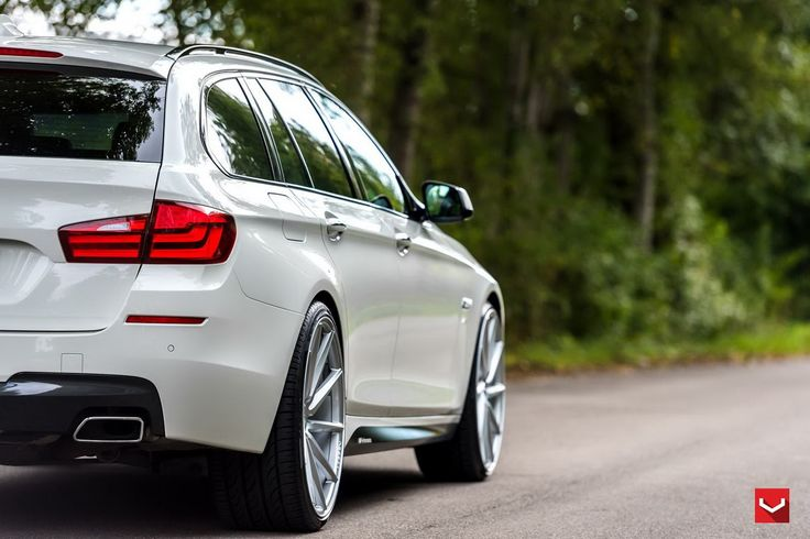 "22"" custom Vossen wheels make their way onto white BMW 5-Series Touring."