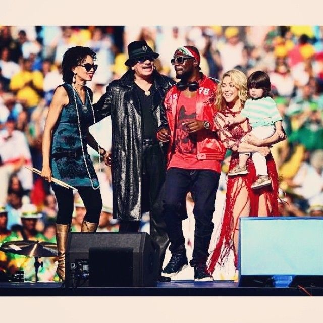 #MONDIALI : Carlos #Santana , #WyclefJean e #Shakira durante la cerimonia di chiusura dei Mondiali al #Maracana Stadium // Santana, Wyclef Jean and Shakira at the closing ceremony at the Maracana Stadium