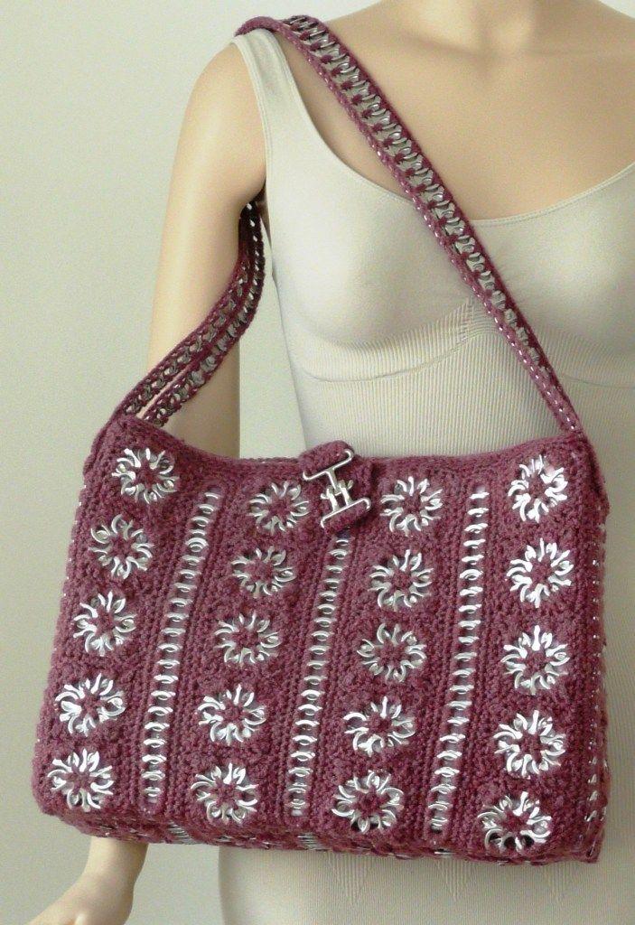 #Crochet purse cleverly uses pop can tabs. Designed by Janice Lonnroth via @dorisjchan