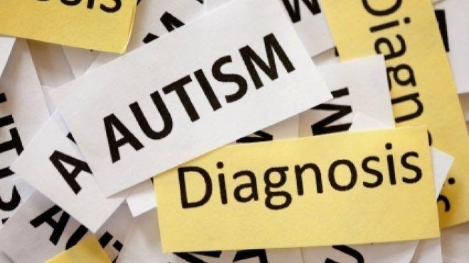 Diagnózis előtt, diagnózis alatt            Amikor egy szülő észreveszi, hogy valami nincs rendben a gyermekével, a kicsi fejlődésével, a...