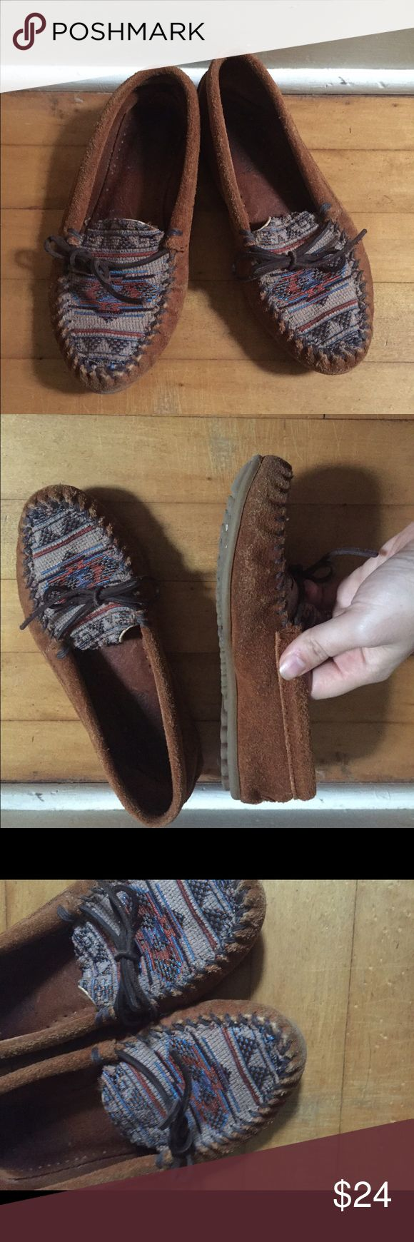 Tribal Print Minnetonka Moccasins Moccasins are so cozy and comfy, and these Tribal print ones are on trend! They are a size 7, and have been worn, but don't have any major damage. #mocs #minnetonka #tribalprint #tribal #shoefie #trend #moccasins Minnetonka Shoes Moccasins