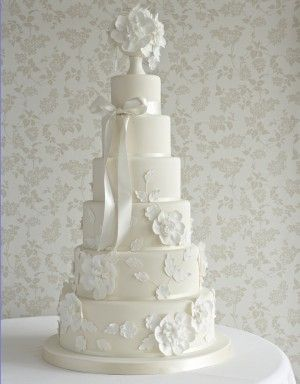 Romantic and lovely from the Cake Parlour. @Celebstylewed