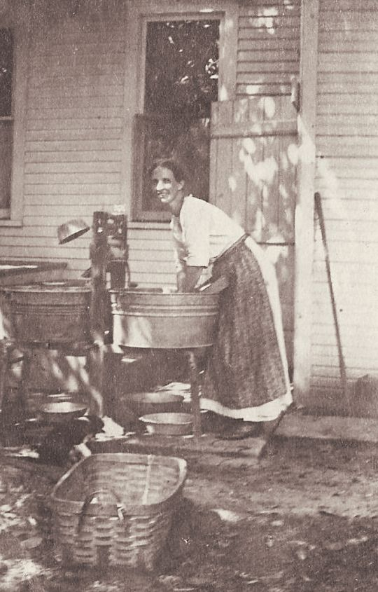 +~+~ Vintage Photograph ~+~+  Laundry day