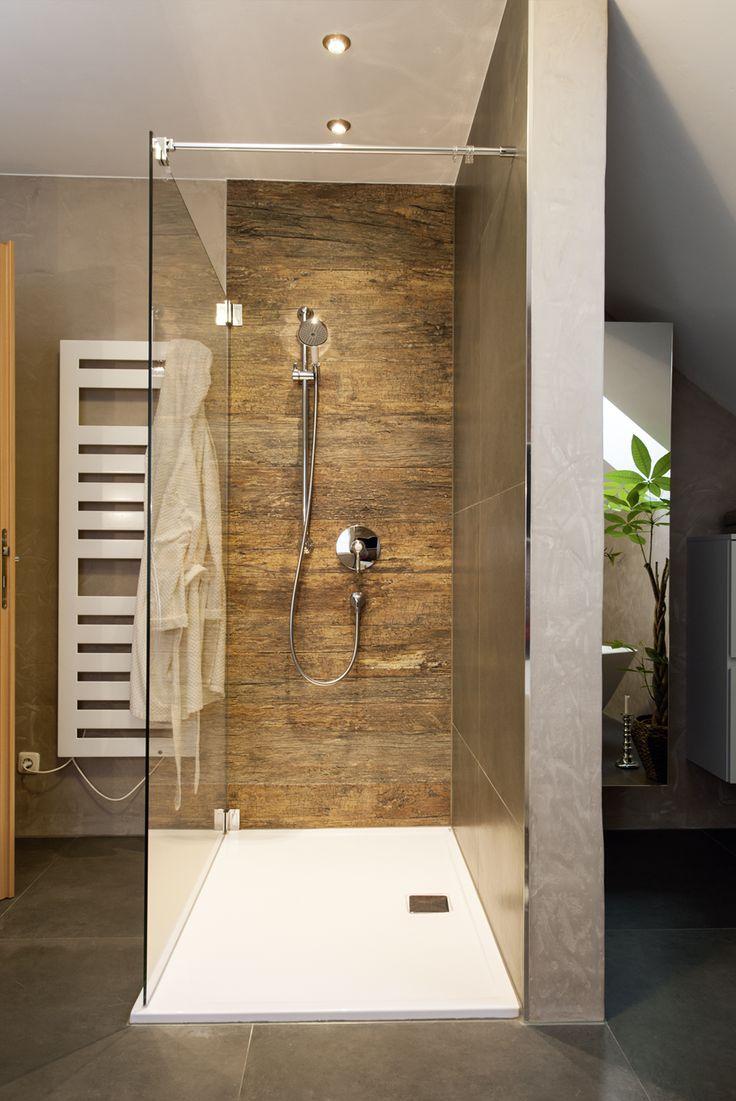 frei begehbare Dusche • Armaturen im Retrostyle …