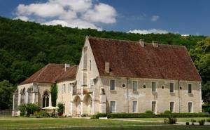 L'Abbaye de Reigny à Vermenton, tout près du Canal du Nivernais.