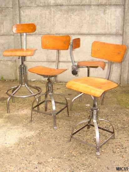 Chaises en acier brut, vers 1950, multiplis de hêtre, hydro formées, nombreux réglages de dossier, hauteur réglable; existe en plusieurs hauteurs.