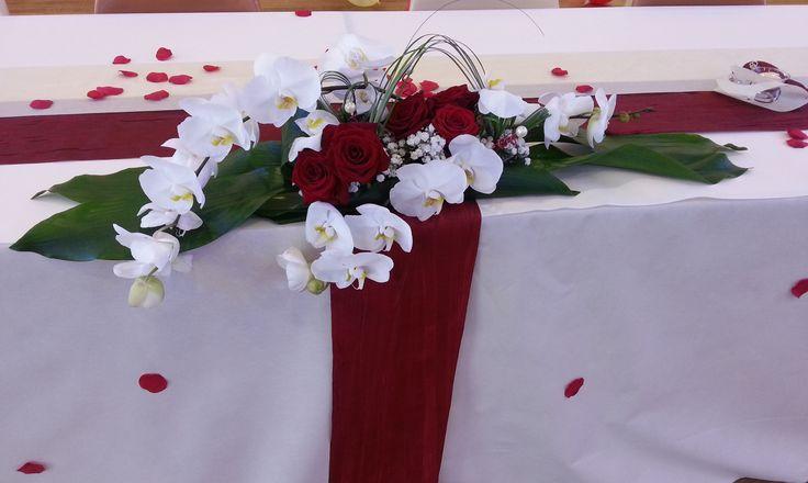 Attractive Centre De Table Rouge Et Blanc #4: Centre De Table Roses Rouges Et Orchidées | Mariage | Pinterest | Roses,  Tables And Rouge