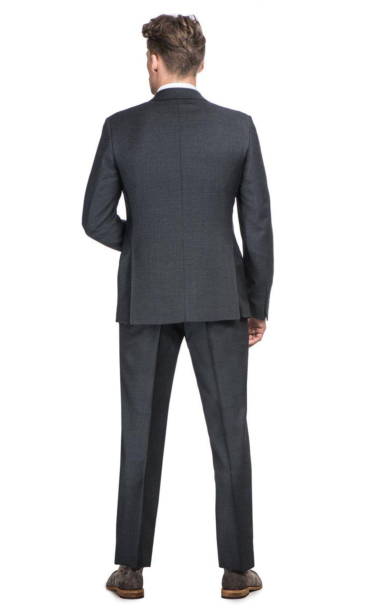 Dopasowany (slim fit) grafitowy garnitur SALERNO + ADAMz marynarką zapinaną na dwa guziki to elegancka propozycja dla mężczyzn,…
