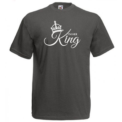 I'm her King    Design pentru un rege, regele Ei, al reginei. Mesajul sau este I'm her King si este insotit de o coroana de rege.         Pentru cealalta jumatate a cuplului regal este designul I'm his Queen, iar in cazul in care sunt si copii, exista unul pentru Printesa si altul pentru Print.