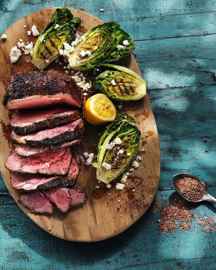Nästan allt du gillar blir godare grillat. Vad lägger du helst på grillen? #santamariasverige #grillad #grillmat #kål #sallad #fetaost #lök #citron #entrecote #biff -  potatis, lök och ost på grill. älskar grillat kött och grillade grönsaker!