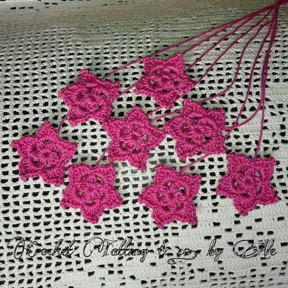 Stelle uncinetto  su https://www.etsy.com/it/listing/223858050/fiori-stelle-uncinetto-8-fiorellini-per