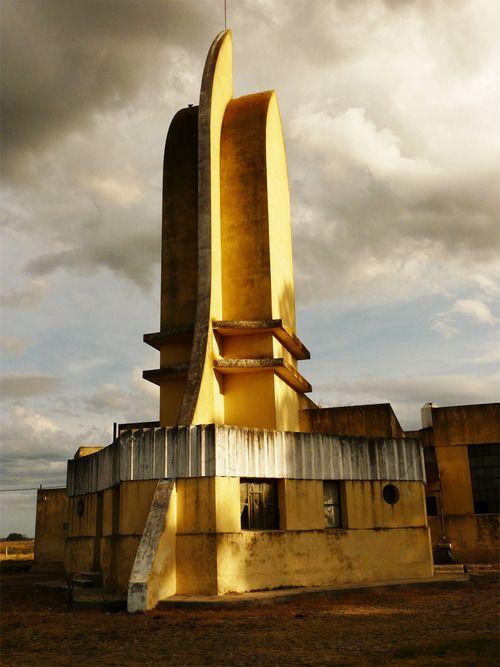 Matadero abandonado en Azul, Argentina. Diseñado por Francisco Salamone.