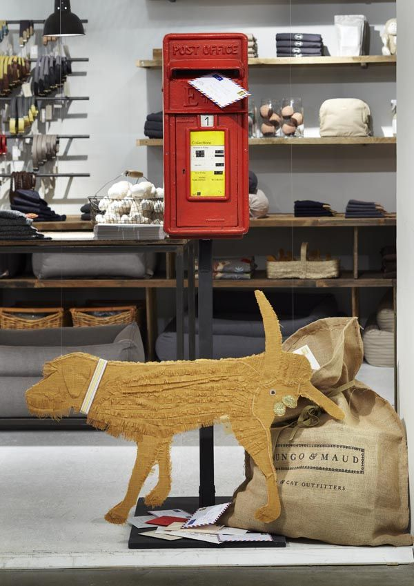Mungo & Maud pop up store atMerci, Paris. The post box and dog used in this store communicates a typical Western urban setting.
