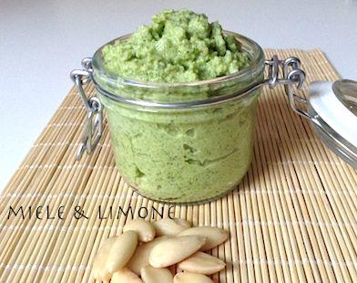 Pesto di zucchine e mandorle - ricetta facile