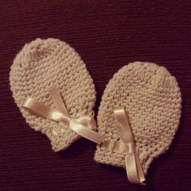 Manoplas de bebe. | Crochet, ganchillo, tejer | Pinterest