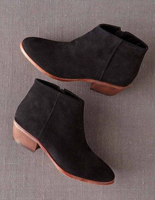 Chic Ankle Boot  \  accessories