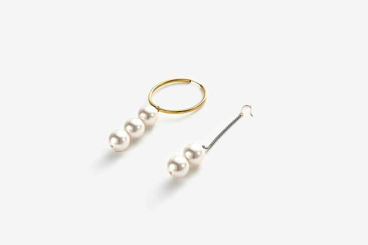 Materials: swarovski pearl, silver, brass, 18k gold, rhodium plate / Size: long-length 8.5cm, ring diameter 4cm, pearl diameter 1.4cm - short-length 8cm, pearl diameter 1.4cm