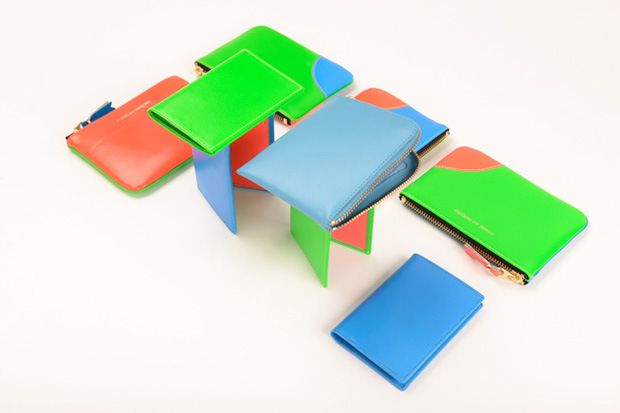A few days ago Japanese fashion label Comme des Garçons released there Spring Summer 2013 accessories collection, entitled 'Fluo'. In the collection you'll find purses, wallets, business card holders in variable juxtaposed shades of blue, red, green and orange.