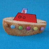 ~Stoomboot van Sinterklaas gemaakt m.b.v. eierkoek~