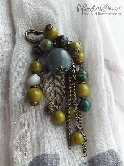 Брошь булавка на шарф с камнями и цепочками. Оливки - брошь с камнями
