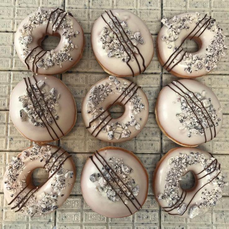 UK — Hershey's Cookies & Creme Bar | International Krispy Kreme Doughnuts | POPSUGAR Food