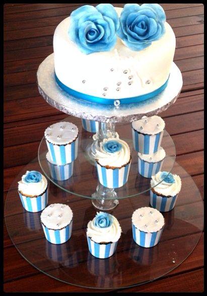 Vanilla one tier and cupcakes wedding cake