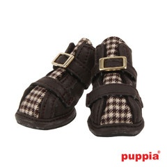 Houndstooth Hiker Dog Boots are on the blog! http://www.mapleleash.com/blogs/dog-clothes