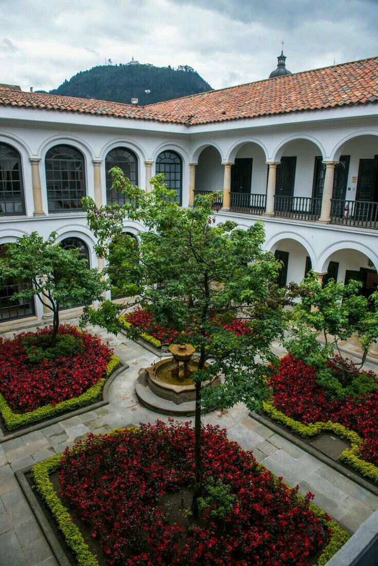 PATIO OF THE FERNANDO BOTERO MUSEUM The Botero Museum is located in La Candelaria, historical and cultural center of Bogotá (Colombia) It houses a large collection of works donated to Colombia by the artist Fernando Botero Angulo with the intention of spreading the arts and culture in his native country. Of the works, 87 correspond to his personal collection of universal art and the rest, about 123 pieces, were made by the same artist. FERNANDO BOTERO ANGULO (Medellín, 19 of April of 1932)…