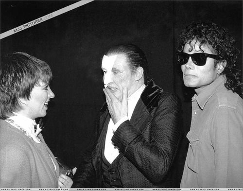 michael crawford talking with liza minnelli and michael