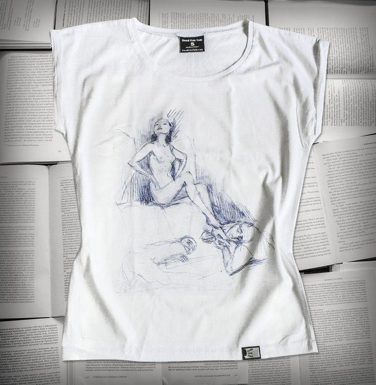 Dwaj mężczyźni u stóp nagiej kobiety - Bruno Schulz | Koszulka damska