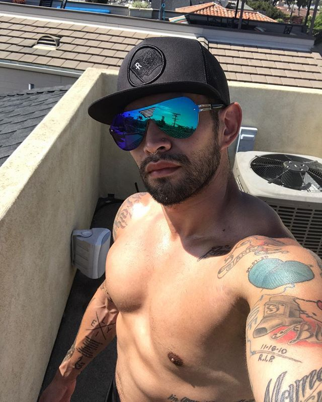 T-minus ONE. WEEK. til NEW YORK / The Hamptons!!! Gotta get this base tan set ☀️😎🌴 #socal #countdown #newyorkstateofmind #betchesinhamptons #sandiego #sandiegofitness #sd #sdpersonaltrainer #personaltrainer #aesthetic #bodybuilding #follow #like #lajolla #muscle #muscular #ink #inked #guyswithtattoos #snapbacksandtattoos #gay #gains #scruff #renegade #renegadefitness #renegadefitcamp #lajollalocals #sandiegoconnection #sdlocals - posted by Marc/Mac Rodriguez…