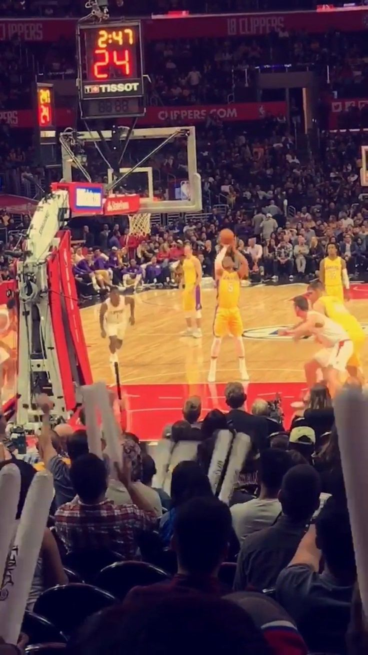 #tickets LA CLIPPERS VS NEW ORLEANS PELICANS AT STAPLES CENTER: 2 TIX by the floor please retweet