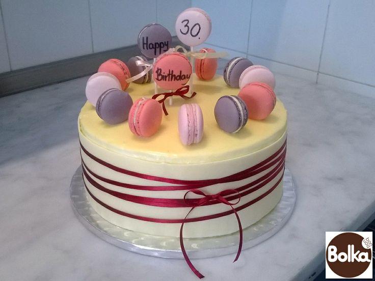 Cake with macarons/torta macaron díszítéssel