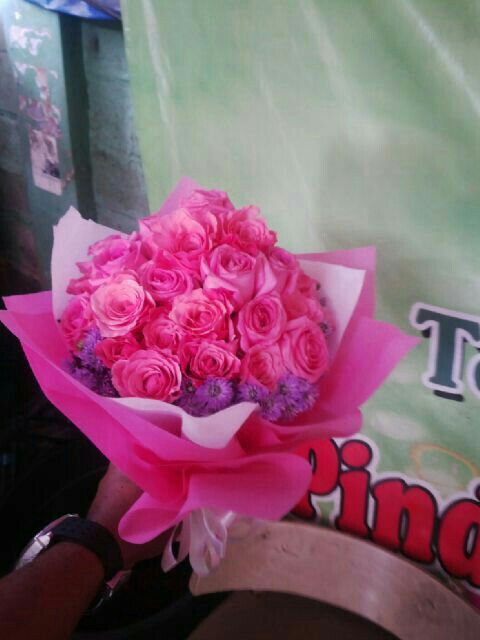 Bunga tangan mawar pink info order 085716660717