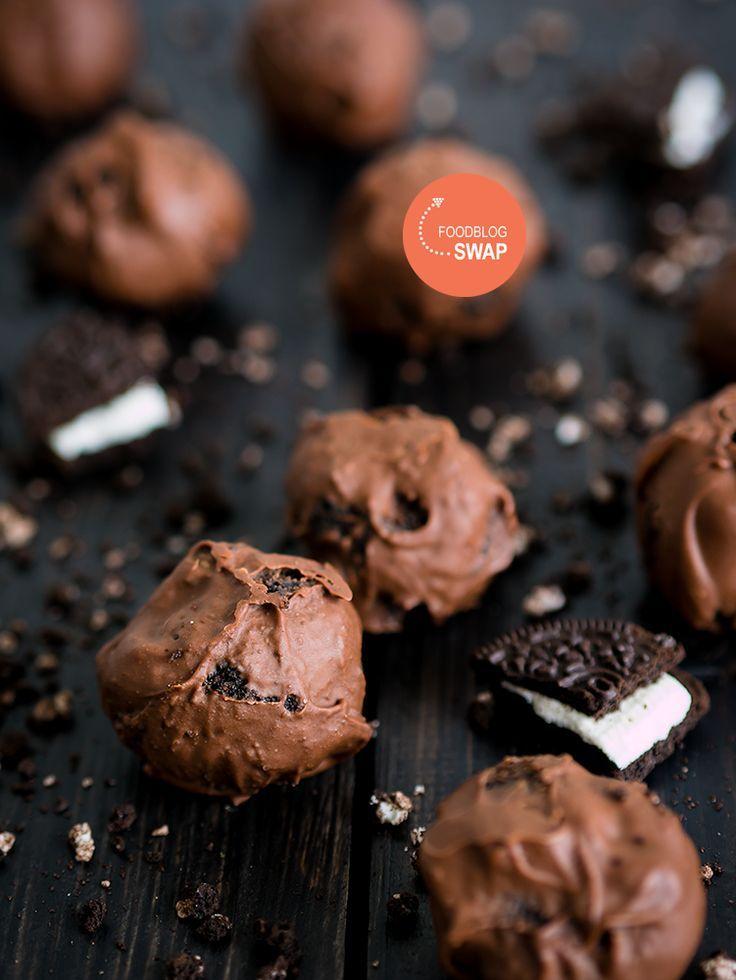 Van oreo koekjes kun je heel makkelijk en snel truffels maken, maar ze smaken naar luxe bonbons! Deze balletjes passen op elke verjaardag en borrel!