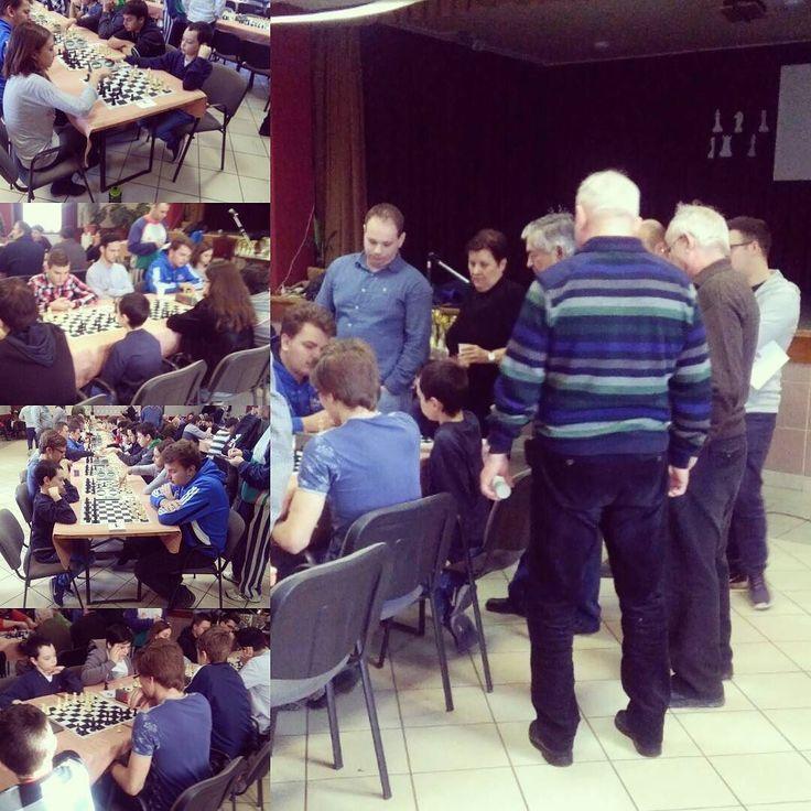 XIII. Kathy Sándor emlékverseny  Gergely végül is a 9 fordulóból 5 ponttal zárt.  S a 15 perces bónusz nélküli kontrollnál a legnagyobb ellenfele az idő volt. S nem az akár 7-8 évvel idősebb ellenfelek.  Nyert állások még vezérelőnyös is leeséssel vagy a végén durva hibával végződött.  A játék minősége így fontos javulást mutat az eredmény meg majd jön a jó játékkal magától is.  #sakk #chess #sakkverseny #schnell #blitz