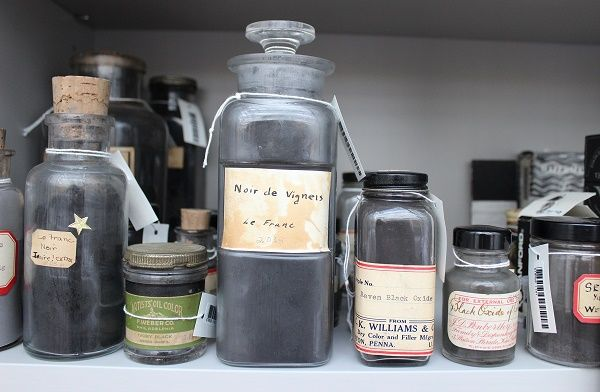 Black pigments in the Forbes collection. <br>Photo: Jenny Stenger.