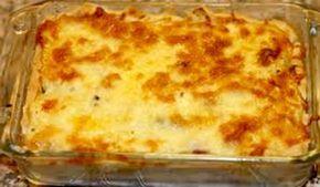 Warm Bykos gereg: Bedien Gesin van 3 - 1/2 Pak Country Crop 1 x Blikkie suur room / (vars room gemeng met bietjie melk en mayonaise werk ook) Sout en peper na smaak 1 Eet lepel botter Plaas groente in n…