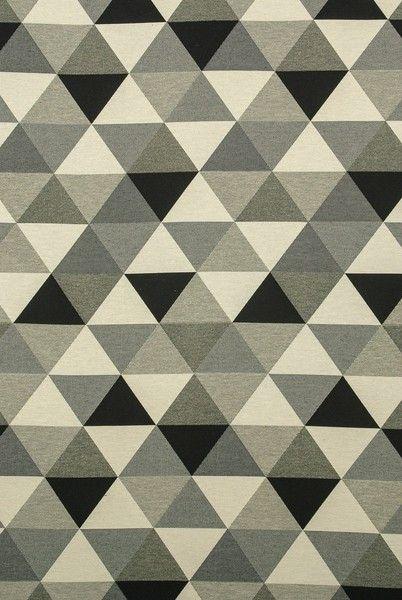 Vilosa, Dreiecke in grau, schwarz, weiß Dekostoff von FrauFrech-und-HerrFroehlich auf DaWanda.com