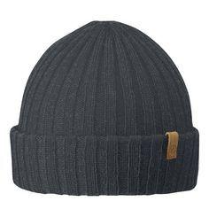 Jeder braucht im Winter eine Wollmütze und Man(n) liegt damit zur Zeit auch voll im Trend! ;-) Die leichte und warme Strickmütze aus Lammwolle wärmt hervorragend und überzeugt mit ihrer Rippenstrick-Optik.