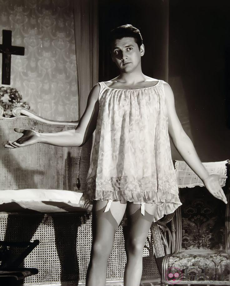 Carlos Larrañaga en 'El extraño viaje' (Fernando Fernán-Gómez, 1964). DEP