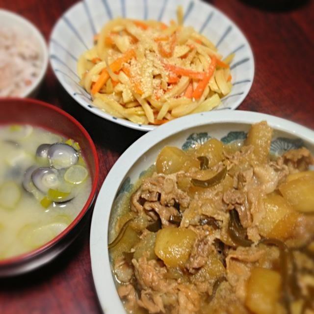 今日はザ・和食! きんぴらに使ったのは大根の皮です(^o^)  豚大根煮はこちらのレシピを参考にしました〜 http://cookpad.com/recipe/2069863 - 11件のもぐもぐ - 豚大根煮&根菜のきんぴら&しじみ汁 by palico