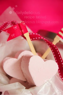 dailydelicious: Guimauve à la framboise: Raspberry marshmallow, homemade gift for the one you love!!
