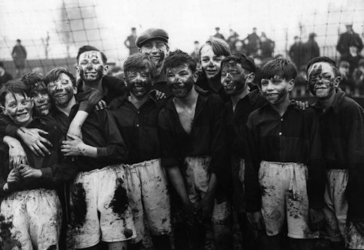 3rd January 1931:  The victorious team of schoolboys from Walthamstow after they beat West Ham 3 - 1.  (Photo by A. R. Coster/Topical Press Agency/Getty Images)