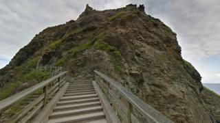 English Heritage and Google reveal historic sites online - BBC News