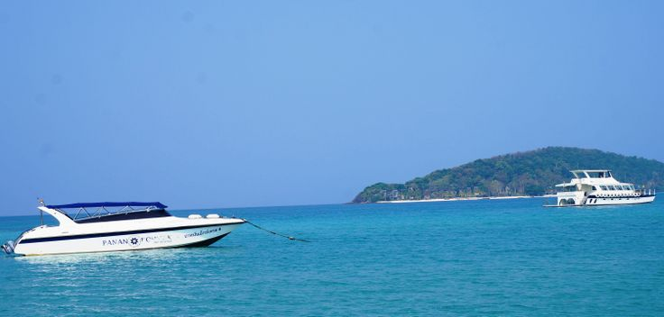 Travel with the PANAN speedboat from Laem Ngop to Koh Mak at 12.30 and 16.00 (45 min.)