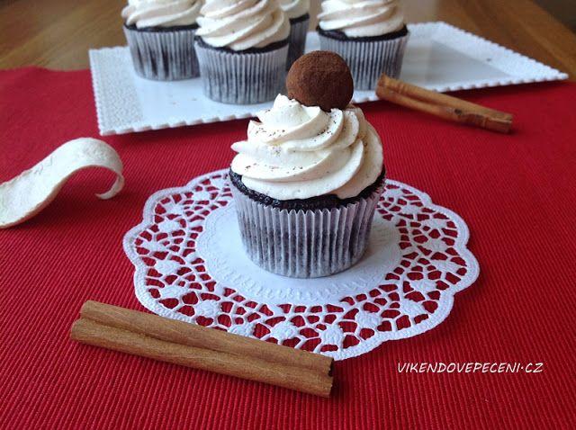 VÍKENDOVÉ PEČENÍ: Bezlepkové kakaové cupcakes se skořicovým krémem